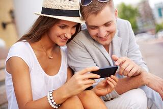 email-marketing-couple-with-phone-messages.jpg