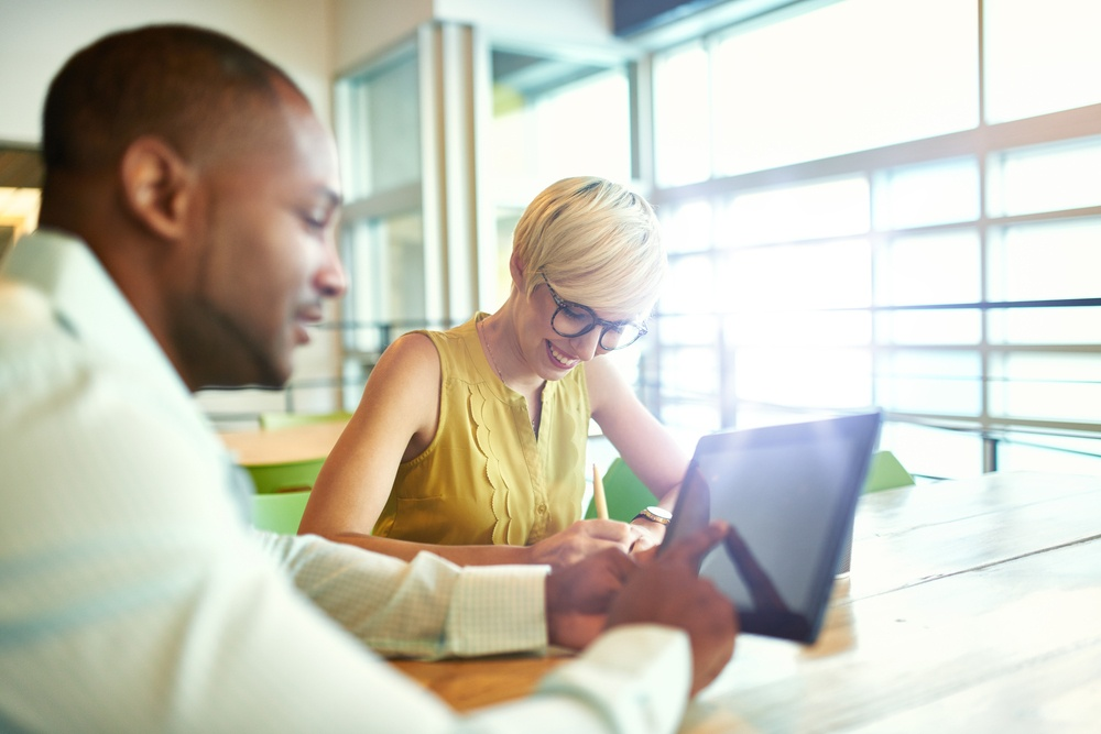 Two-millenial-small-business-owners-working-email-marketing-inbound-digital