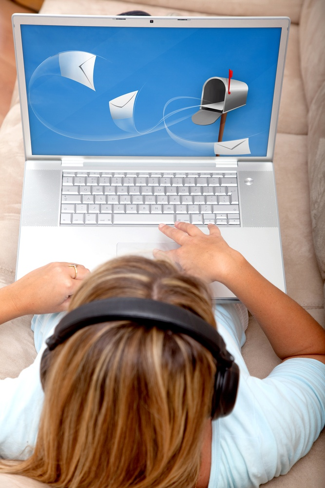 email-marketing-laptop-woman-small-business.jpeg